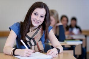 Schülerin gelassen und erfolgreich in der Matura Prüfung